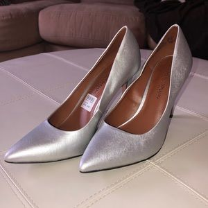 CHRISTIAN SIRIANO SILVER POINTED HEELS